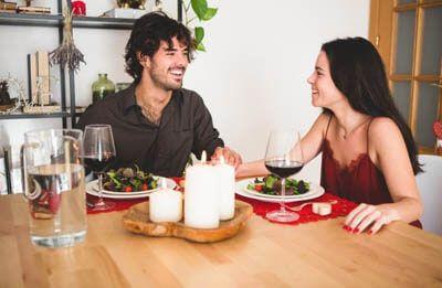 Как устроить романтический вечер дома?